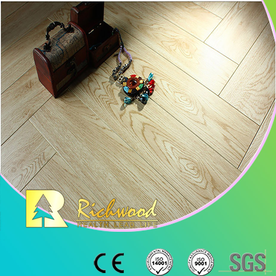 Commercial 8.3mm AC3 Embossed Oak V-Grooved Laminated Floor